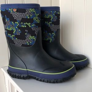 New in box Bogs Boy Winter Boots